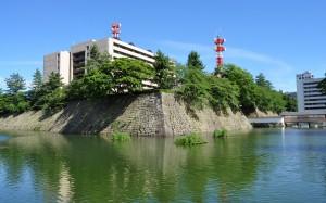 福井城のあった場所には官公庁の庁舎が