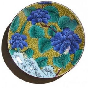 石川県の伝統工芸、九谷焼のお皿